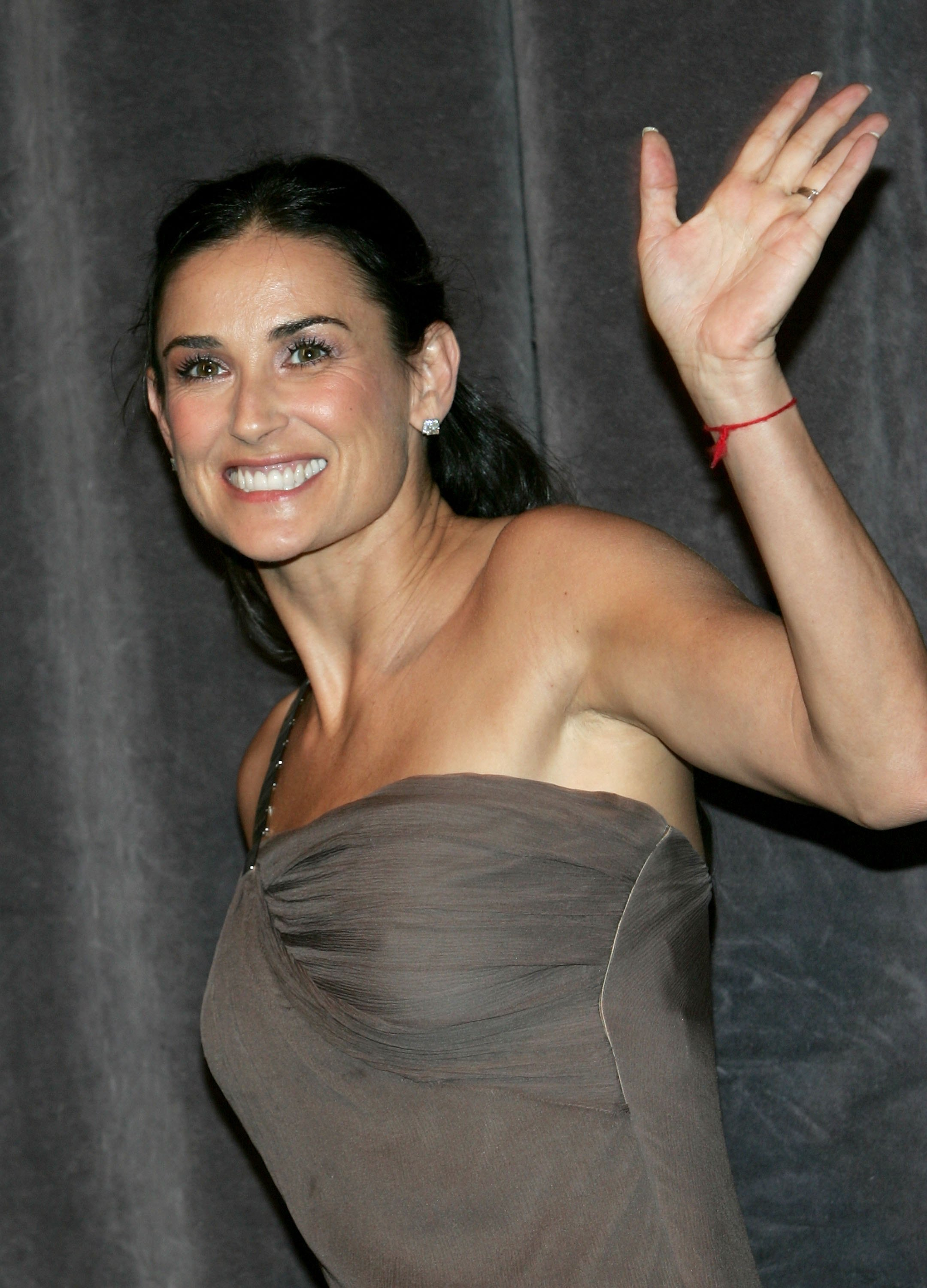 http://www.internetcelebrity.org/albums/wpw-20061017/DemiMoore71891331.jpg