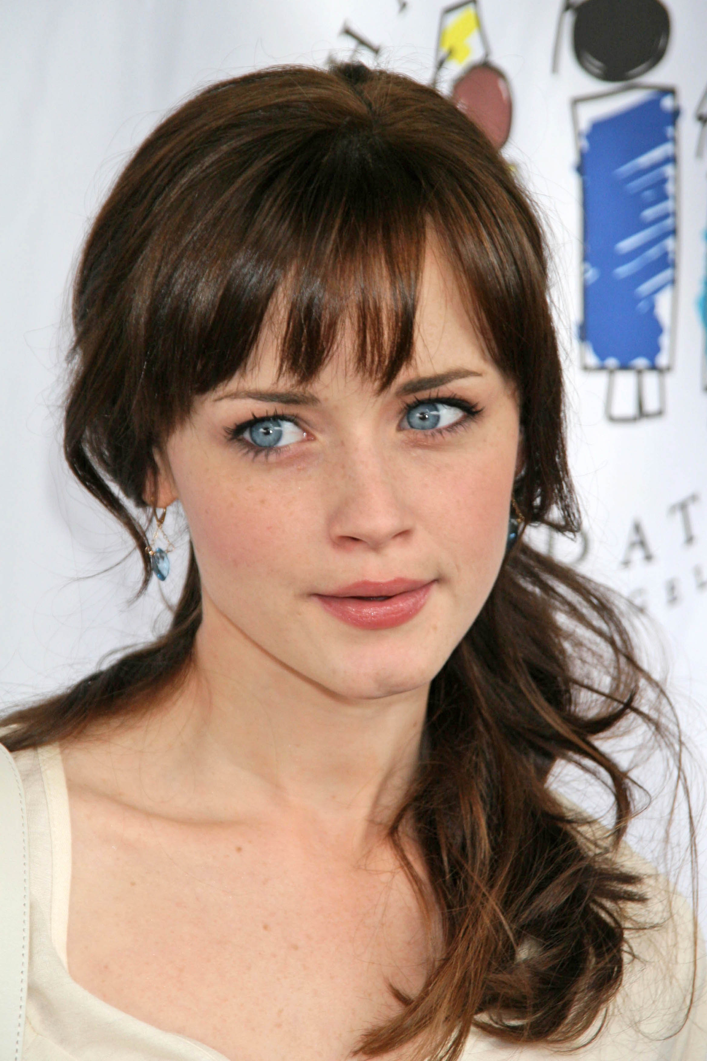 Hair Style Trends Makeup for Virgo Women Alexis Bledel-20