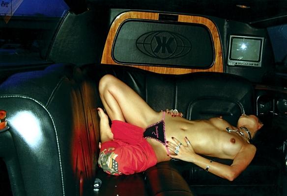 фото голой петры с такси
