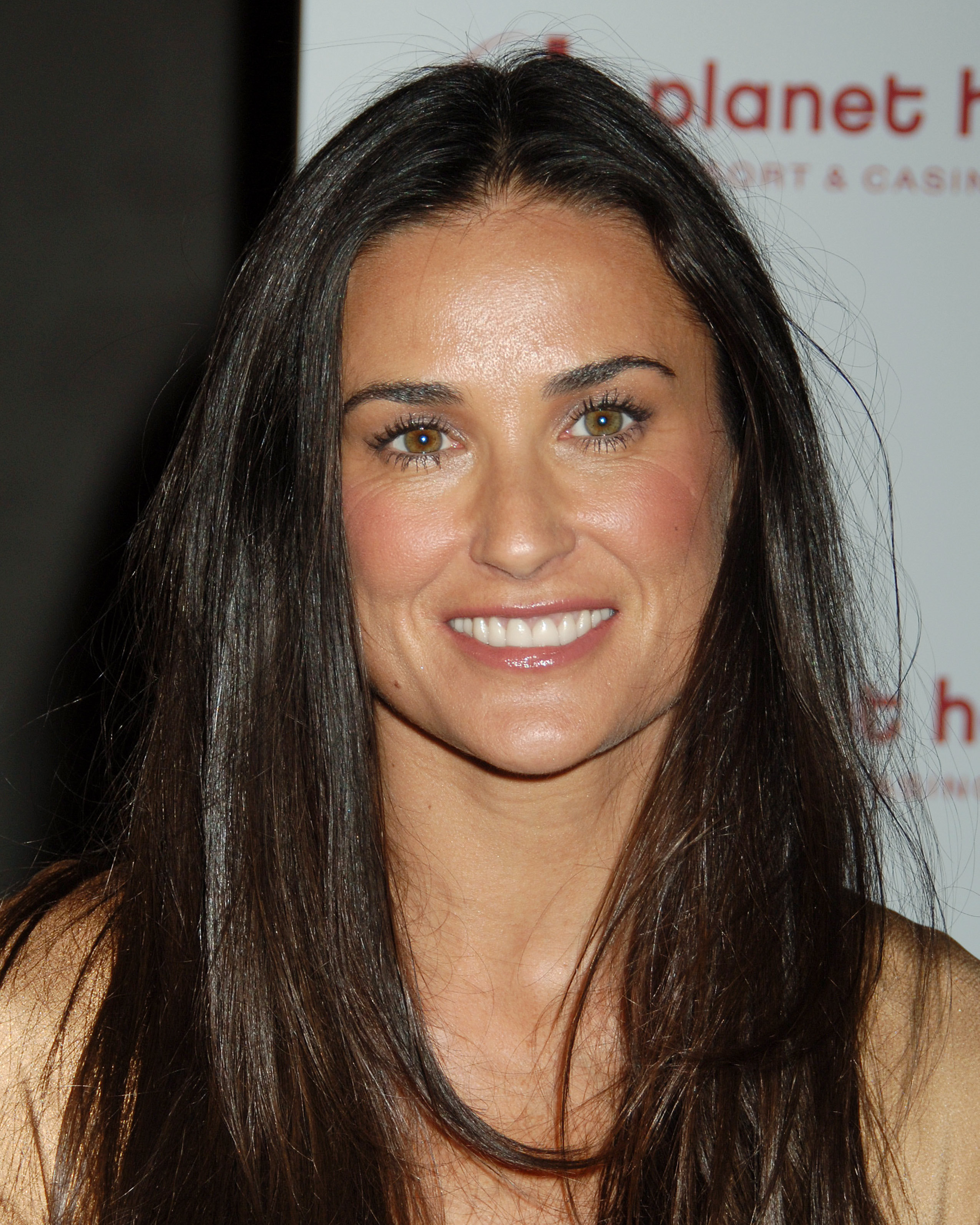 http://www.internetcelebrity.org/albums/wpw-20071121/82908_demi_moore_07_122_813lo.jpg
