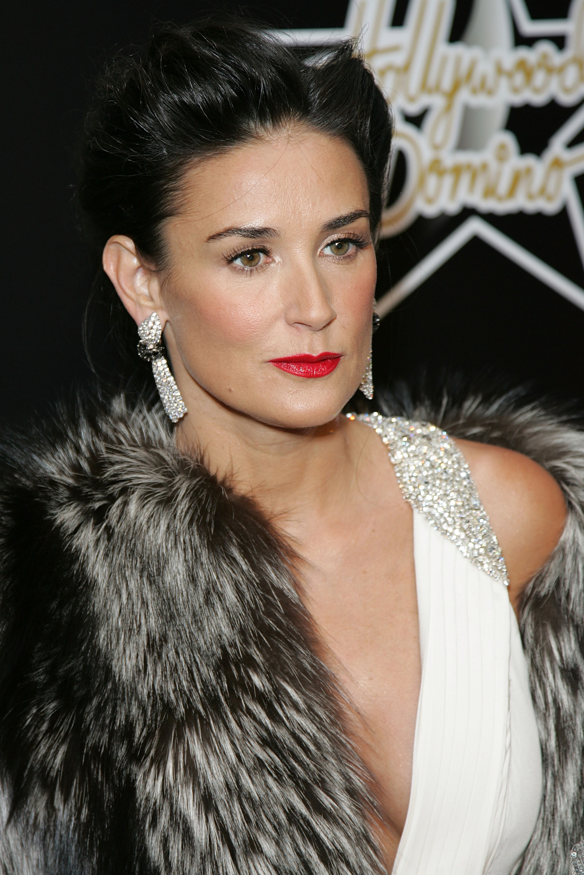 http://www.internetcelebrity.org/albums/wpw-20080227/81732_demi_moore_d6_122_22lo_(4).jpg